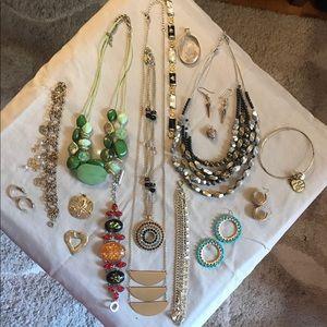 Jewelry - Lot of fashion jewelry (1)